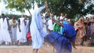Photo of «لعب الدبوس».. رقصة موريتانية تحاكي مبارزة الفرسان