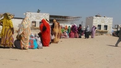 طابور من النساء للحصول على مواد غذائية مدعومة في نواكشوط - (أرشيف)