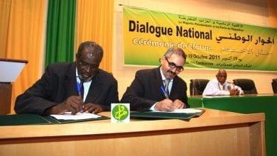 التوقيع على الوثيقة السياسية الصادرة عن حوار 2011، التي تضمنت منع الترحال السياسي