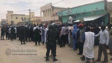 Photo of بالفيديو.. بيرام يصل المحكمة وسط مظاهرات أنصاره