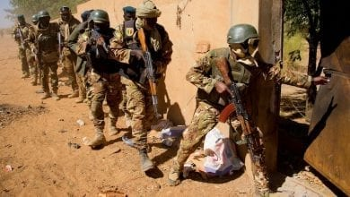 Photo of الإفراج عن 20 تاجراً موريتانيا اعتقلهم الجيش المالي