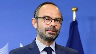 Photo of الحكومة الفرنسية تقدم استقالتها للأليزيه