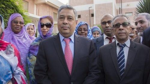 محافظ البنك خلال استقباله من طرف الموظفين فيه بعد تعيينه يناير الماضي