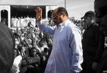 Photo of «عزيز» يرفض التعاون مع المحققين ويفتح باب جدل دستوري